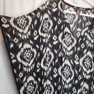 Vince Camuto Tops - Vince Camuto black white ikat top